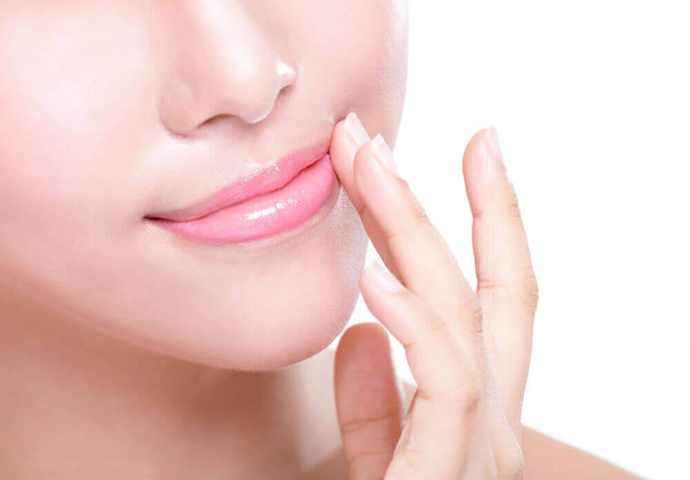 Droge lippen voorkomen door lippenbalsem te gebruiken