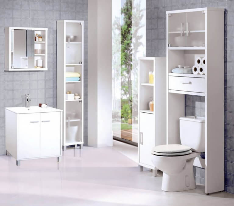 De darmen legen in een luxe badkamer
