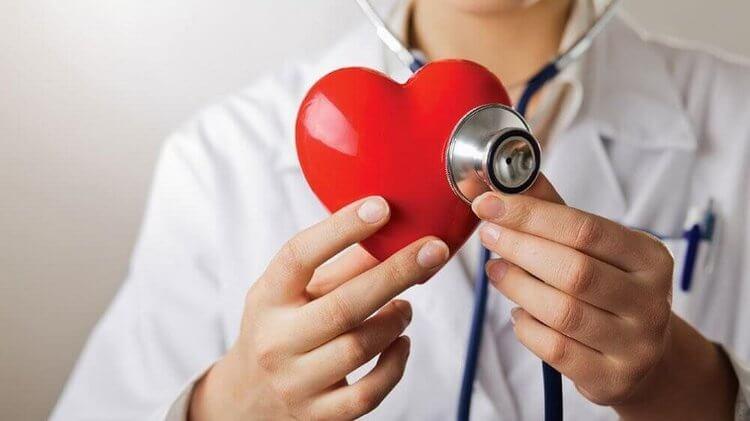 Een groene appel op een lege maag voor de gezondheid van je hart