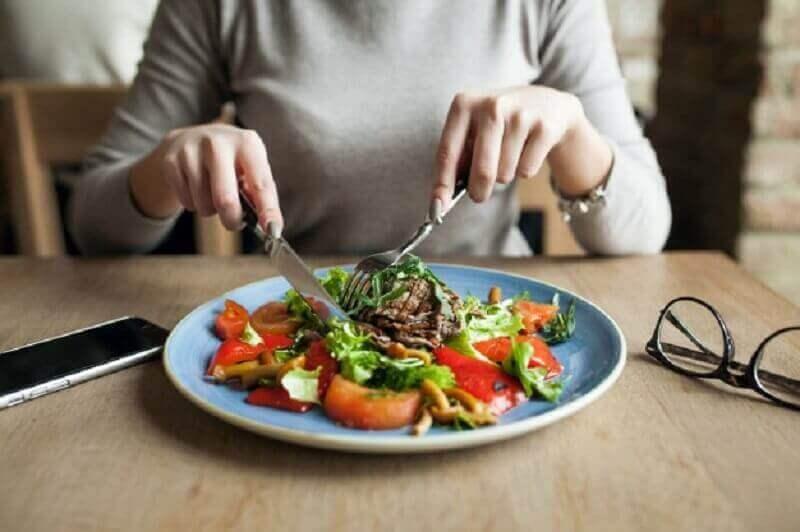 Spiermassa opbouwen door vijf maaltijden per dag te eten