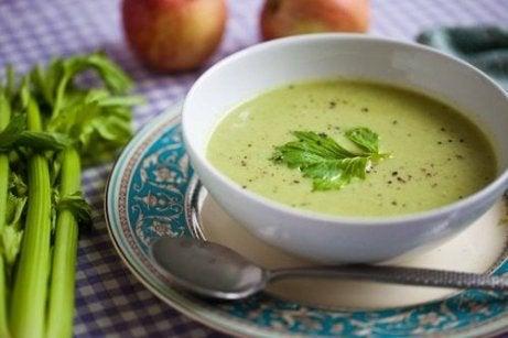 Heerlijke ontgiftende soepen met groene groenten