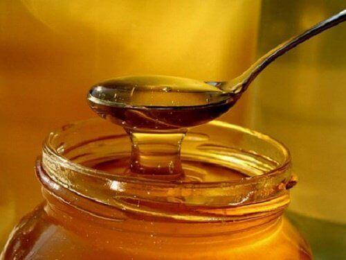 Honing is een van de natuurlijke middeltjes tegen hoest