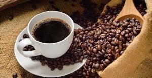 Koffie drinken is een van de dingen die je niet moet doen op een lege maag
