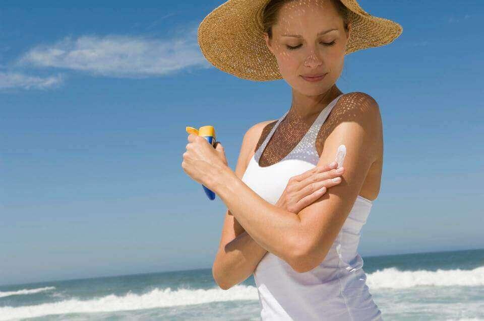 Verjongen op een natuurlijke manier door jezelf te beschermen tegen de zon