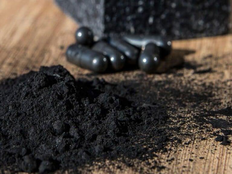 Tandsteen doeltreffend verwijderen met actieve houtskool