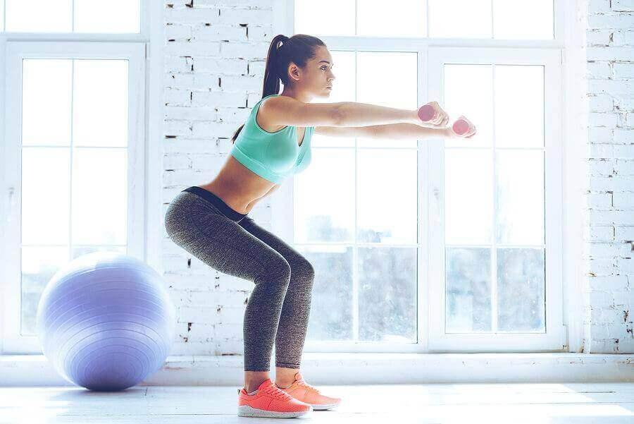 Oefeningen voor de dijen de squat