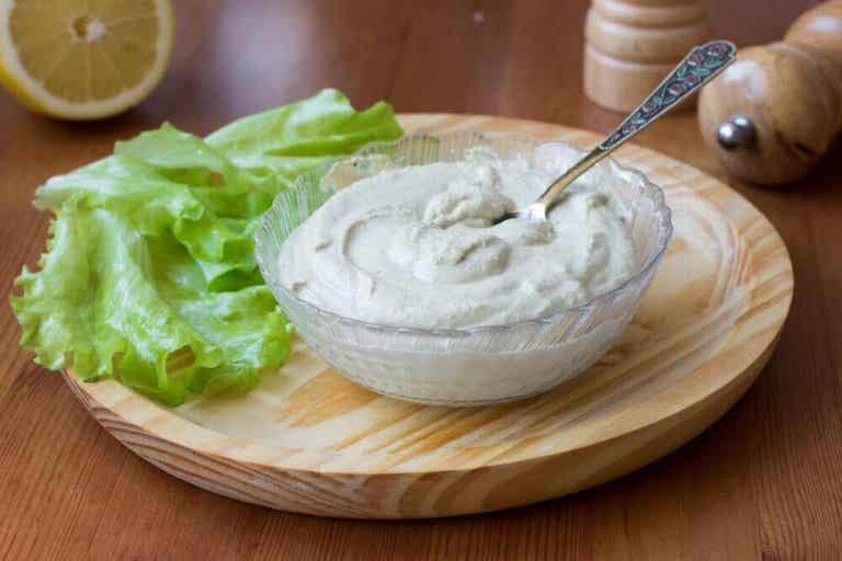 Hoe maak je een verrukkelijke veganistische mayonaise?