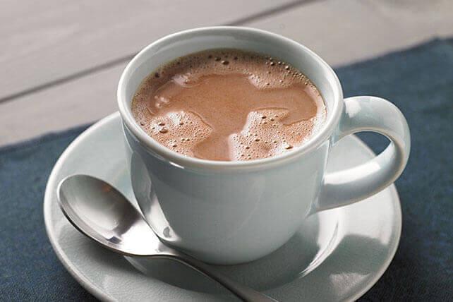 Warme chocomel is een van natuurlijke middeltjes tegen hoest