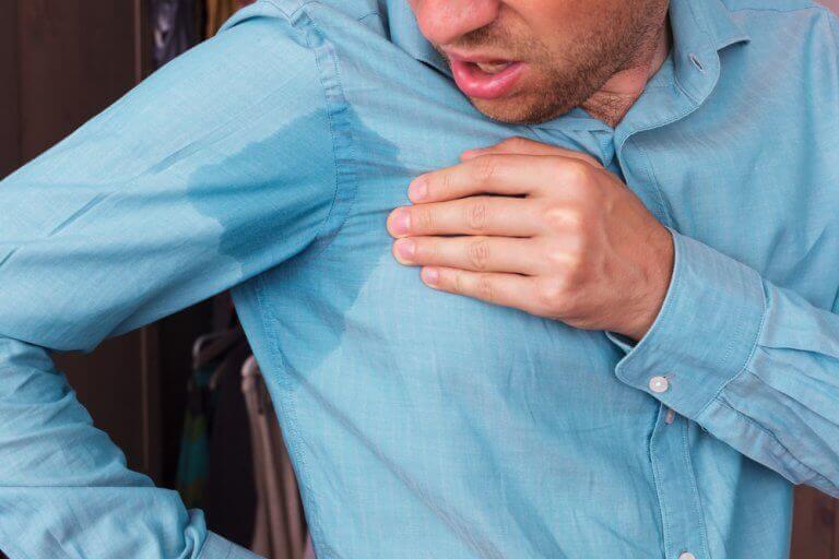 Hoe verwijder je zweetvlekken uit je kleding?