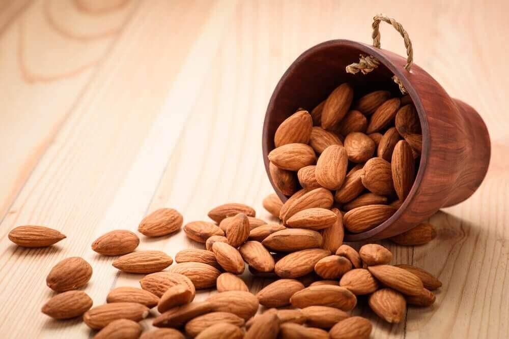 De effecten op je lichaam van vier amandelen per dag eten