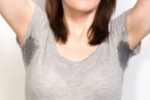 Zweetvlekken op de kleding