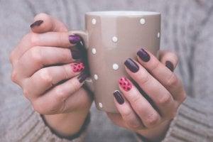 Wat heb je nodig om je nagels thuis te versieren