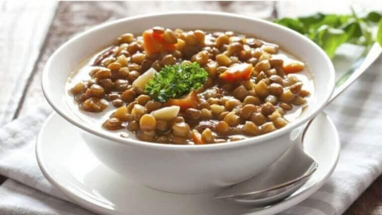 Een makkelijk recept met linzen en paddenstoelen