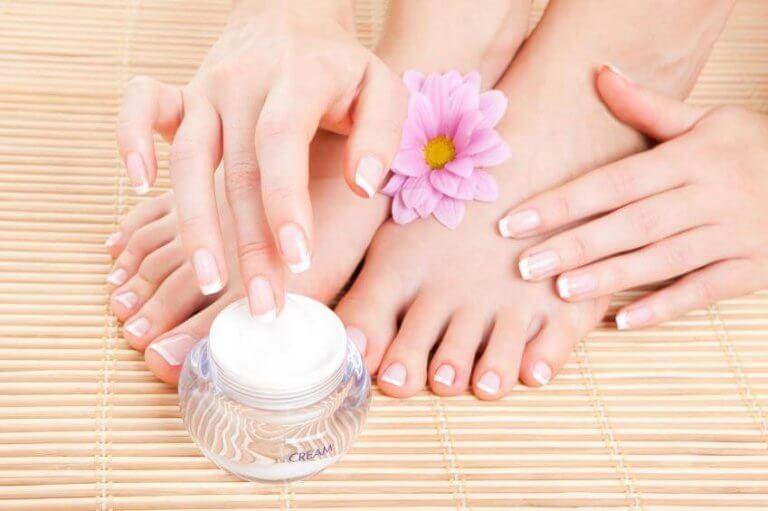 Blaren van je schoenen voorkomen met een vochtinbrengende crème