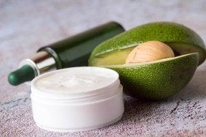 Nachtcrème met avocado en ei voor een perfecte huid