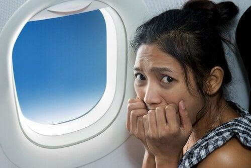 Hoe moet je een paniekaanval voorkomen als je in een vliegtuig zit?