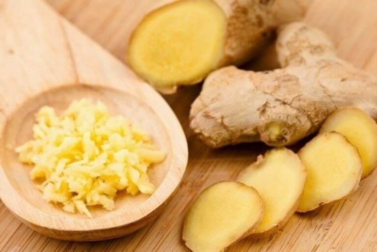 Smoothie met ananas en gember
