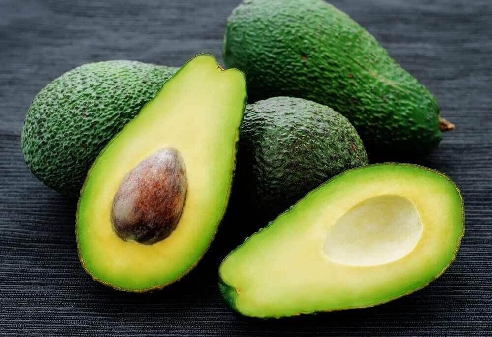 Ingrediënten voor zelfgemaakte guacamole