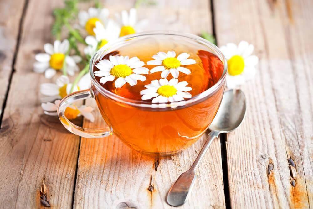 Kamillethee als remedie voor aanhoudende hoofdpijn