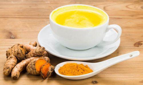 De 6 beste natuurlijke remedies voor artritispijn: kurkuma en melk