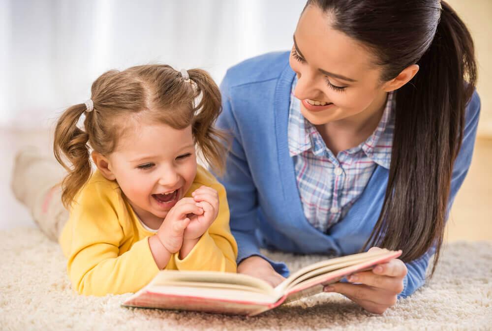 Hoe je kinderen aan te moedigen om te lezen: het goede voorbeeld geven