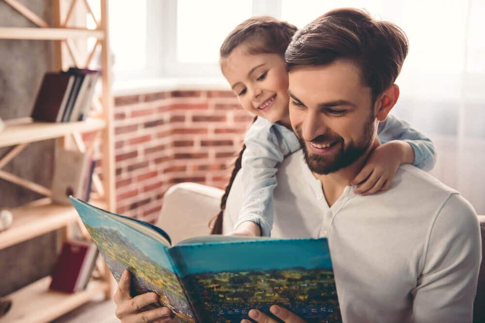 Hoe je kinderen aan te moedigen om te lezen: voorlezen