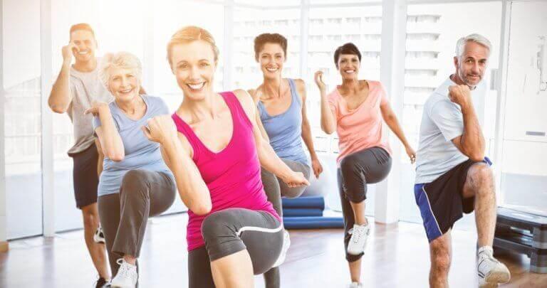 Een jongere uitstraling door voldoende aan lichaamsbeweging te doen