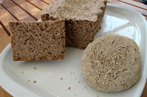 Gemakkelijk en heerlijk glutenvrij brood met boekweit- en rijstmeel