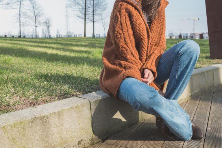 Broeken met wijde pijpen komen weer in de mode