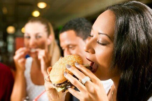 500 calorieën minder per dag door het bannen van deze 8 levensmiddelen