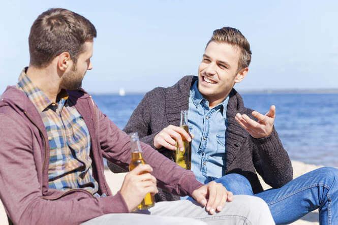 Jongens die zich niet alleen voelen in het gezelschap van anderen