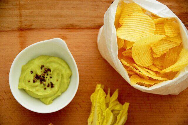 Hoe eet je zelfgemaakte guacamole?