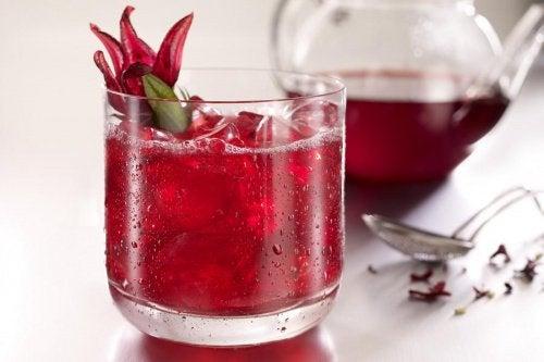 Afslankende drankjes met hibiscusbloemen