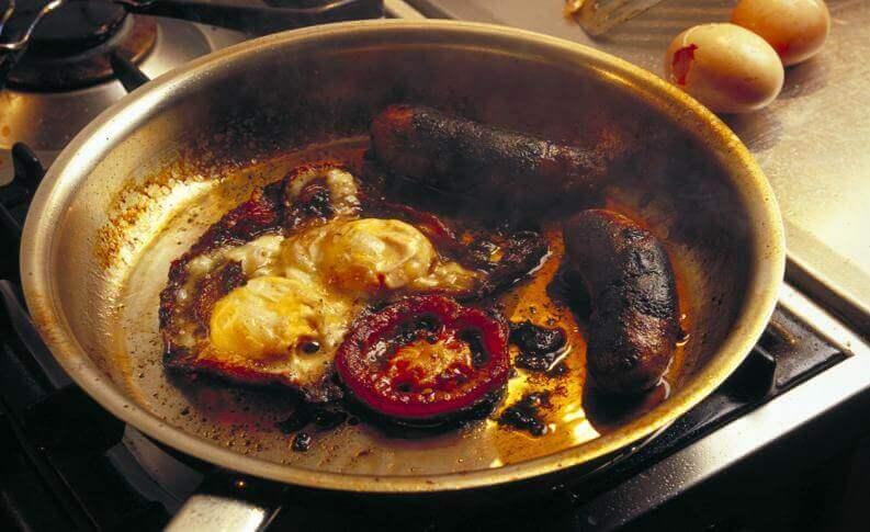 Koekenpan die is aangebrand