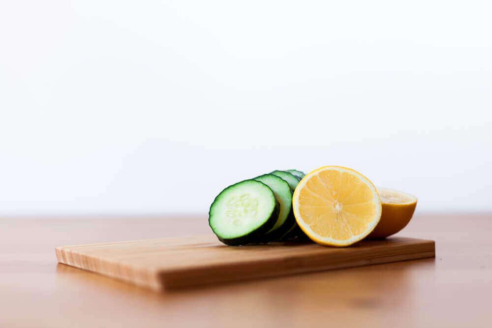Recept voor een smoothie van komkommer, citroen en munt