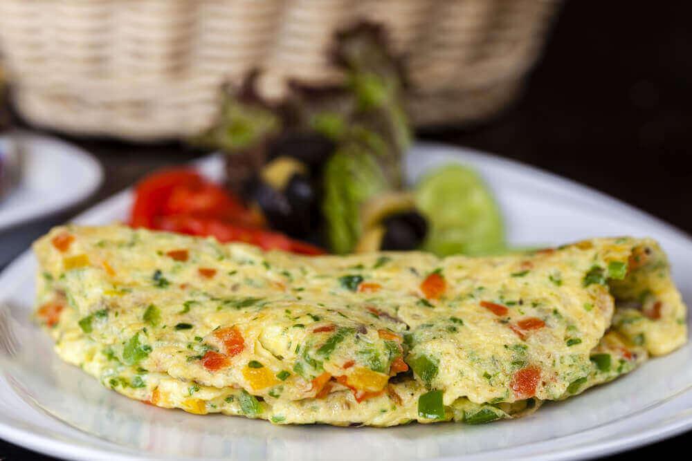 Een boerenomelet is een van de ideeën voor het avondeten als je op dieet bent