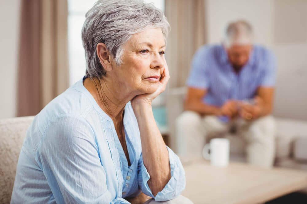 Ouderen die over hun relatie nadenken