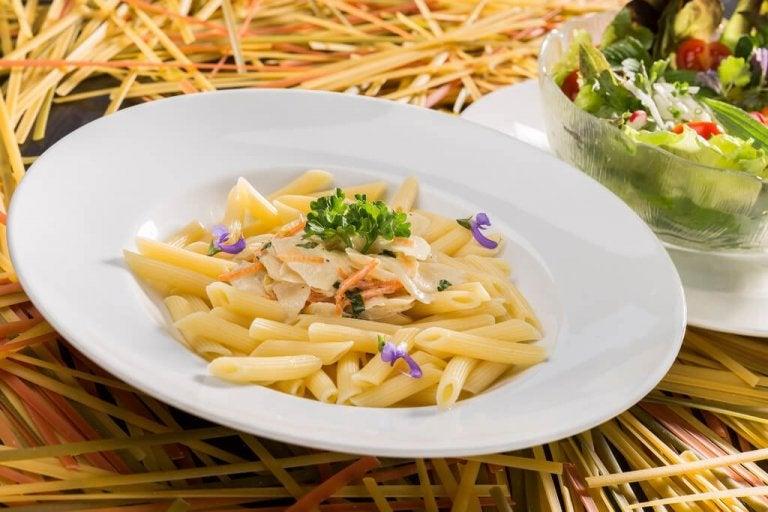 Hoe maak je een romige pasta zonder room of kaas te gebruiken?