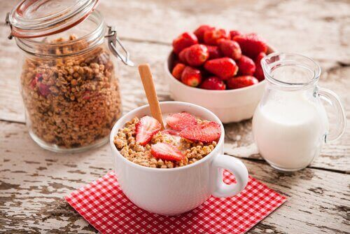 Yoghurt en granola