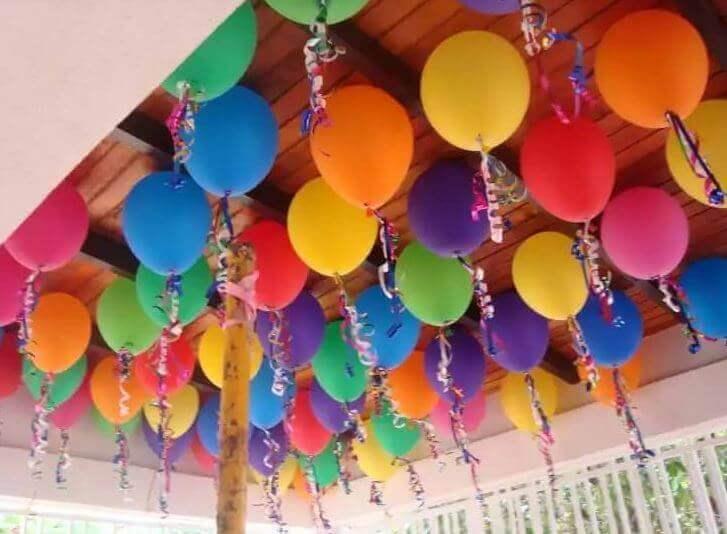 Versieren met ballonnen: het plafond