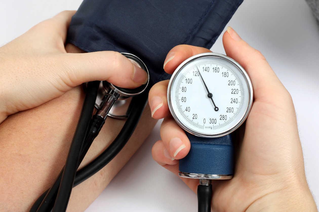 5 natuurlijke remedies om hoge bloeddruk te behandelen