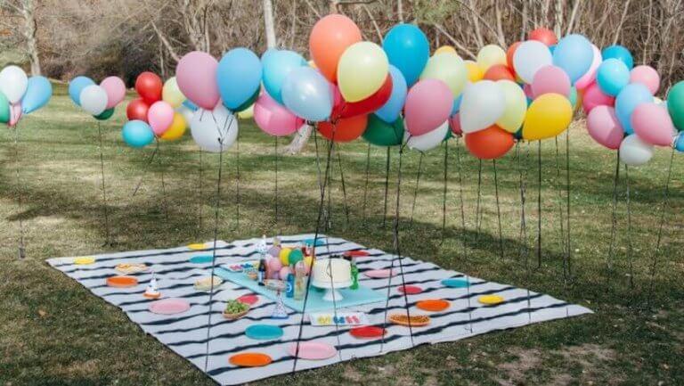 Versieren met ballonnen: buiten