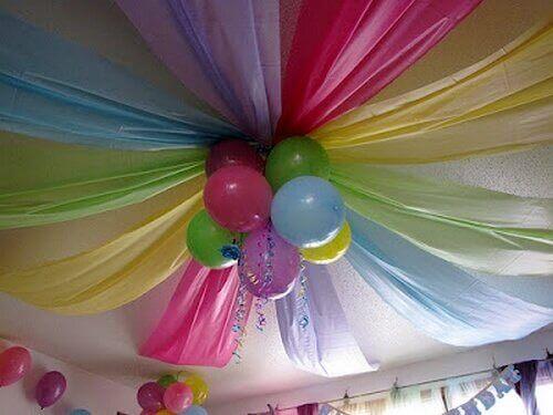Versieren met ballonnen en stoffen