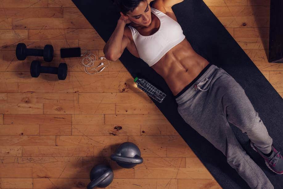 Oefeningen voor de buikspieren helpen je gezonder te leven