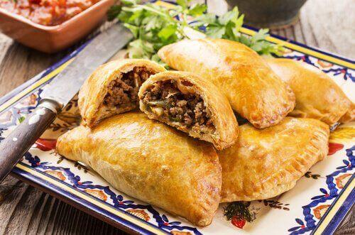 Recept voor huisgemaakte empanadas met kip of rundvlees