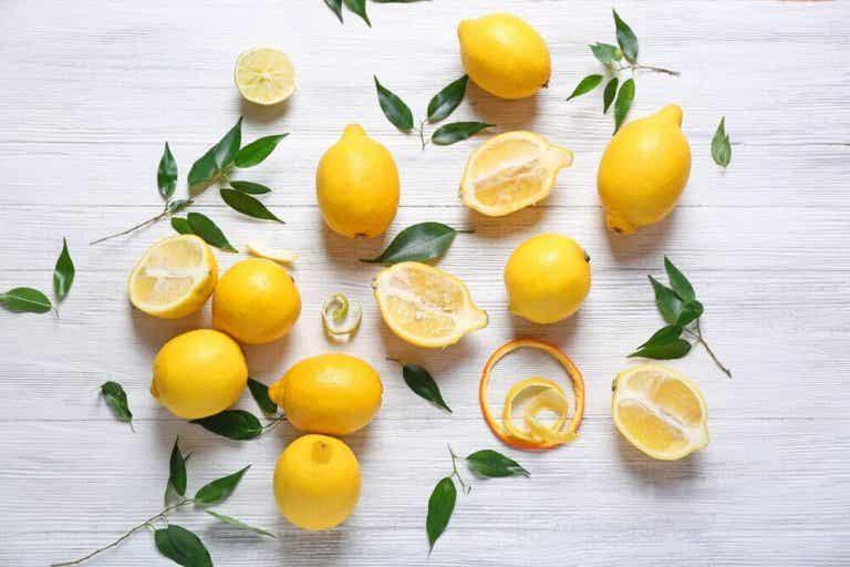 Ontdek de gezondheidsvoordelen van citroen en de middeltjes die je ermee kunt maken