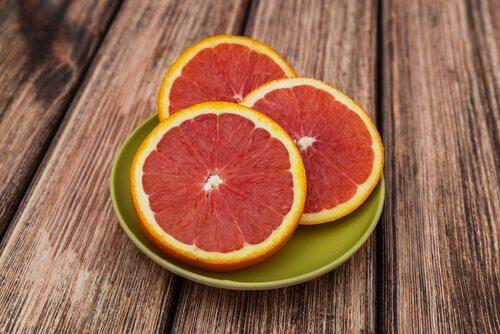 Grapefruit kan helpen bij het afvallen