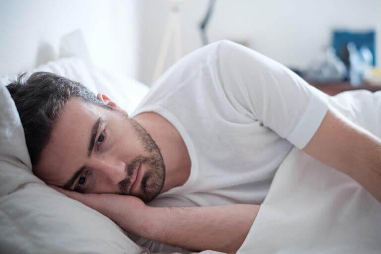Man die depressief is geworden na een relatiebreuk
