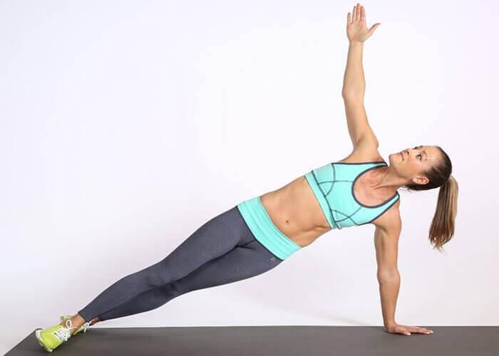 Oefeningen zoals je been opzij bewegen