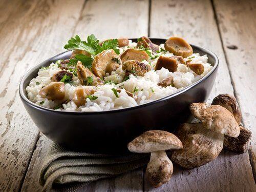 Rijst koken met champignons